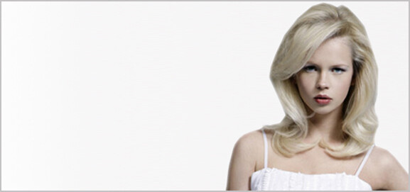 Female hair model with blonde mid-length hair.